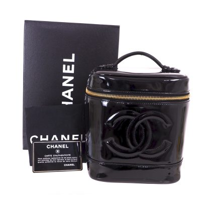 Vintage Chanel Excellent Condition Full Set Patent vanity  Hand Bag