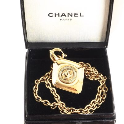 Vintage Chanel Diamond Shaped Charm Pristine Chain Charm Necklace