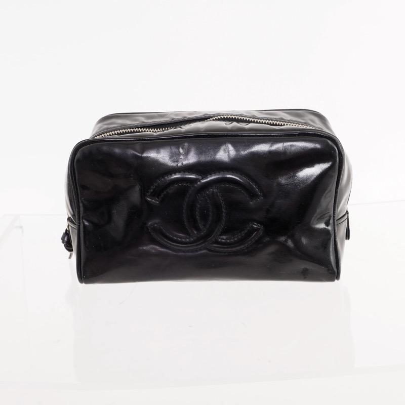 37a343d1e0b5 Vintage Chanel Black Patent Leather Toilet Clutch Bag - Nina Furfur ...