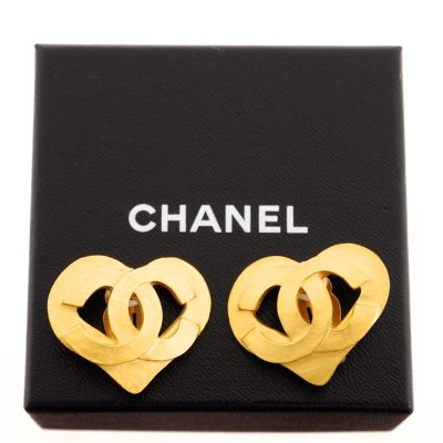 Vintage Chanel Large Heart Gold Excellent  Earrings