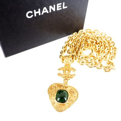 Vintage Chanel Green Gripoix Heart Glass Extra Long Chain Necklace