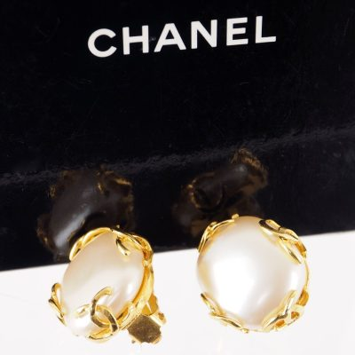 Vintage Chanel Excellent Eight CC Logo NIB Earrings