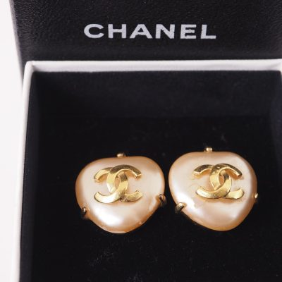 Vintage Chanel Faux Pearl Triangle Clip 97A Earrings